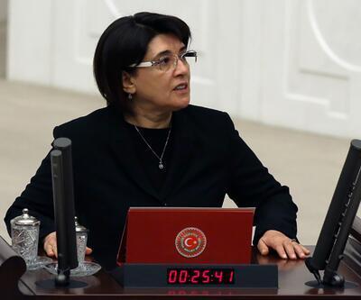 Leyla Zana'nın danışmanı ve sekreteri işten çıkarıldı