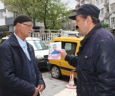 Kayıp olan oğlunu sokak sokak gezerek arıyor