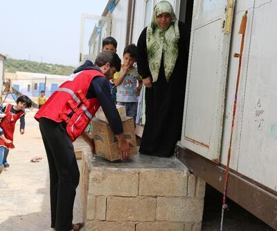 Kızılay Anneler Günü'nde Suriyeli yetimleri yalnız bırakmadı