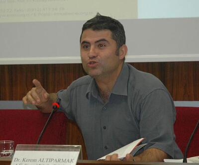 Derste OHAL ve KHK'ları anlatan hukukçu akademisyene ceza