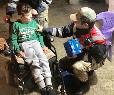 Engelli çocuğun tekerlekli sandalyesinin aküsünü çalan hırsızlar yakalandı