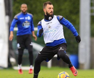 Deportivo taraftarından Emre Çolak'a pankartlı tepki