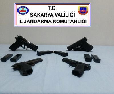 Jandarmanın dur ihtarına uymadı, aracından 4 silah çıktı