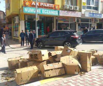 25 koli tütünü AK Parti binası önüne döktü