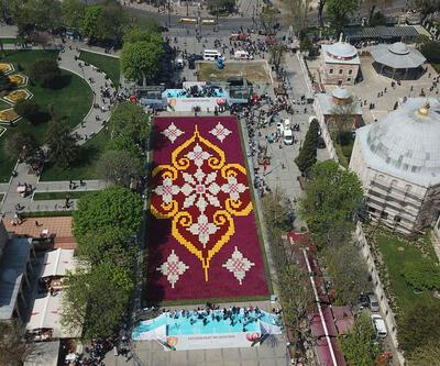 İstanbul'un göbeğine laleden halı yapıldı