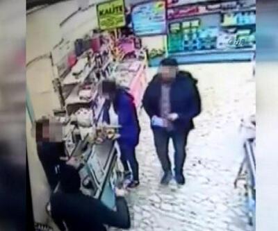 Silahlı hırsıza aldırmadan alışverişe devam ettiler