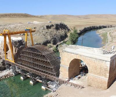Kavga eden köylülerin havaya uçurduğu tarihi köprü restore ediliyor