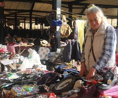 70'li yılların ünlü sanatçısıydı! Serpil Örümcer pazar tezgahı başında
