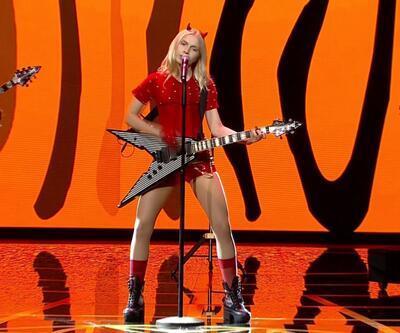 Aleyna Tilki'den etkileyici Altın Kelebek performansı