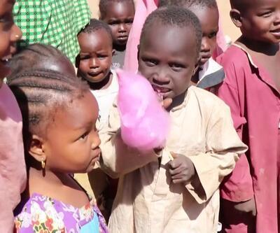 İlk kez pamuk şeker yemenin mutluluğunu yaşadılar