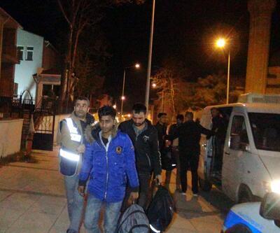 Polisten kaçan minibüsten 21 kaçak çıktı
