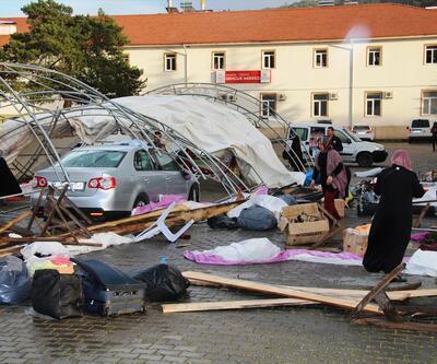 Şiddetli rüzgar kermes çadırını yıktı: Yaralılar var