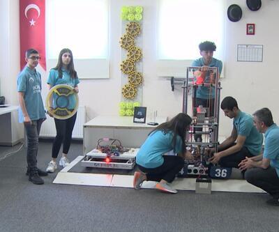 Liseli öğrenciler ABD'den ödülle döndü