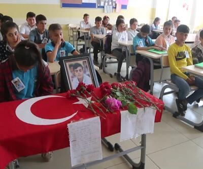 Terör saldırısında ölen öğrencinin sınıfında hüzünlü dersbaşı