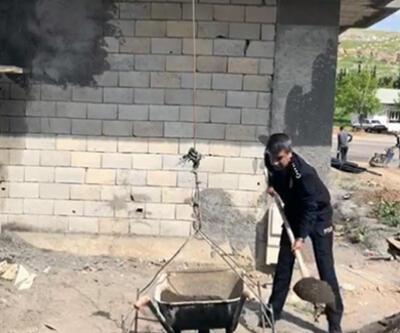 Emniyet müdüründen inşaat işçilerine yardım