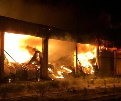Meyve depolama tesisi yangında kül oldu