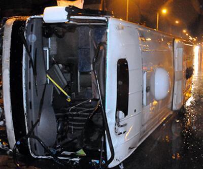 Kayseri'de işçileri taşıyan midibüs devrildi: 19 yaralı