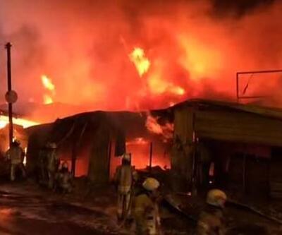 Küçükçekmece'de palet fabrikasında yangın