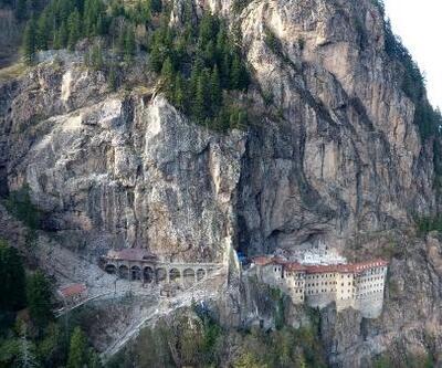 Sümela Manastırı'nda 360 tonluk kaya yerinde sabitlendi