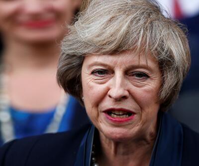 Theresa May parti liderliğini resmen bıraktı