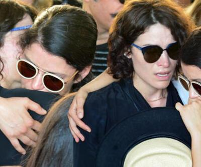 583bcbbe396a8 Aykut Cömert'in cenazesinde Beren Saat ve Belçim Belçim'in gözyaşları