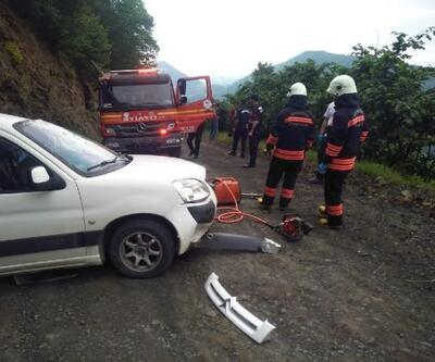 Hafif ticari araç takla attı, genç sürücü öldü