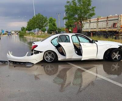 Lüks otomobil kaygan zeminde kaza yaptı