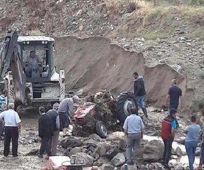 Sele kapılan traktörler kullanılamaz halde bulundu