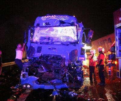 Bolu'da kamyona çarpan TIR'ın sürücüsü öldü