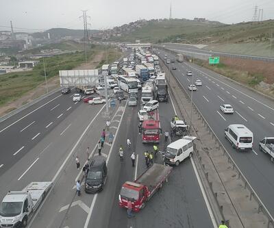 TEM'de zincirleme kaza: Kilometrelerce araç kuyruğu oluştu