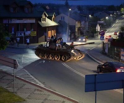 Görenleri şaşkına çevirdi: Tank ile kasaba sokaklarında tur attı