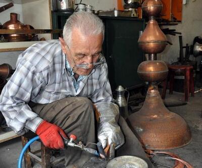 Kayseri'de yapılan alemler, camileri süslüyor