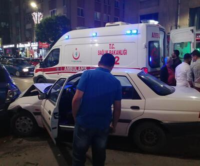 Kontrolden çıkan otomobil, park halindeki otomobillere çarptı