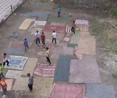 Yozgat'ta çocuklar eski halı ve kilimlerle 'halı saha' yaptı