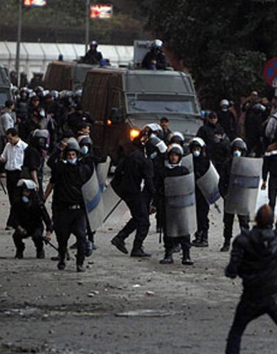 Mısır'da tansiyon düşmüyor: 128 yaralı