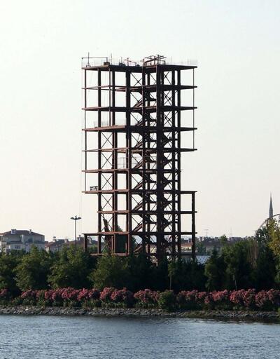 Küçükçekmece'de esrarengiz kule!