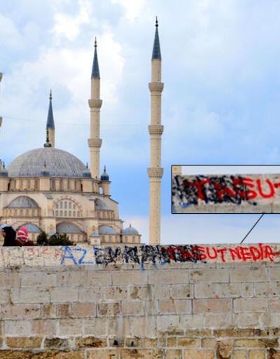 Adana'da 1630 yıllık köprüye IŞİD yazıları