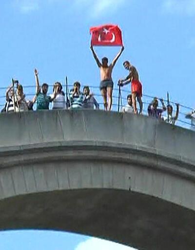 Tarihi Mostar Köprüsü'nde 15 Temmuz şehitlerini andılar
