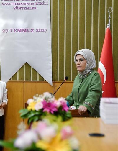 Emine Erdoğan sezaryen toplantısında konuştu