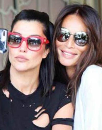 Deniz Akkaya ve Güzide Duran'dan hatıra selfie'si