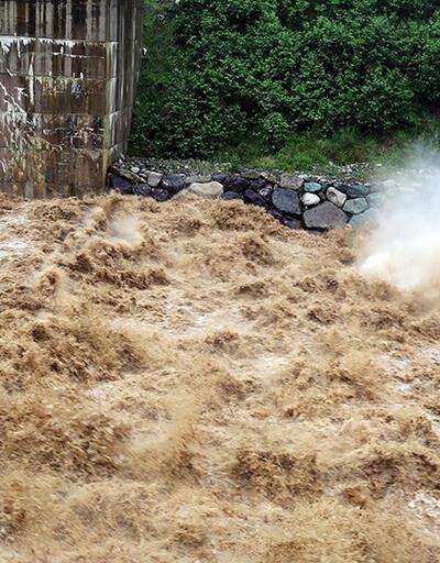 Rize'de dereler taştı, evler boşaltıldı