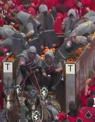 İtalya'daki portakal savaşından renkli görüntüler