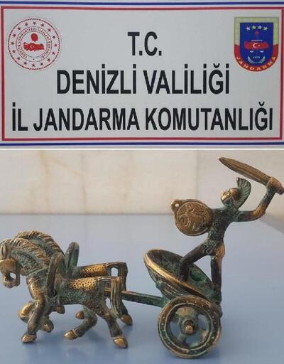 Otomobilin bagajında, Roma Dönemi'ne ait heykel bulundu