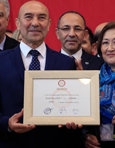 İzmir Büyükşehir Belediye Başkanı seçilen Tunç Soyer mazbatasını aldı