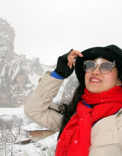 Kapadokya Nisan'da beyaza büründü