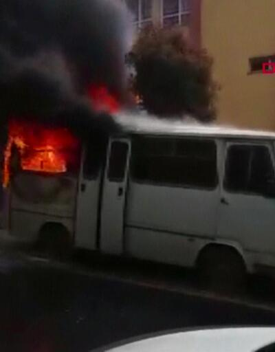Park halindeki araç alev alev yandı