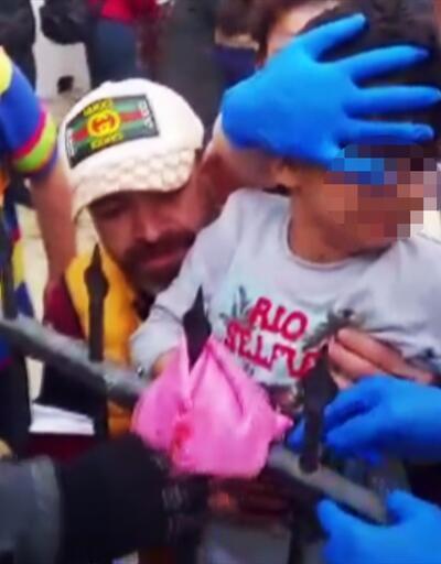 Eline demir korkuluk saplanan çocuğu itfaiye kurtardı