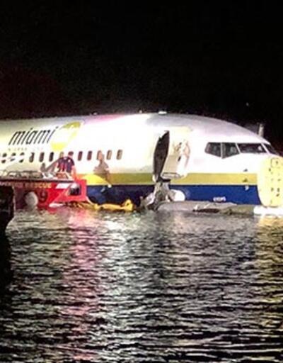 Son dakika... Amerika'da uçak pistten çıkıp nehre indi!