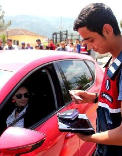 Alaşehir'de, öğrencilere jandarmadan trafik eğitimi