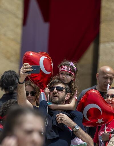 On binlerce kişi Anıtkabir'e akın etti
